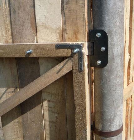 Способ крепления деревянных ворот